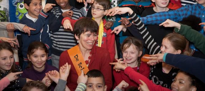 Anneke Scholtens, Schoolschrijver, feestelijk verwelkomd